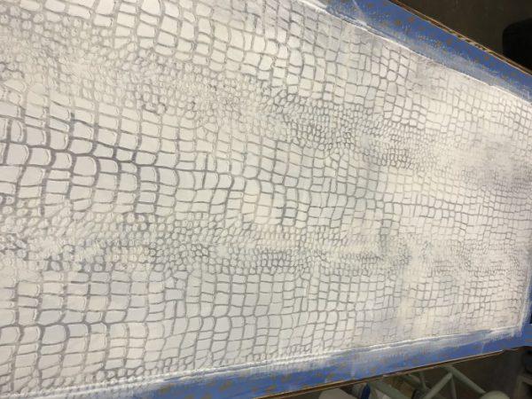 Crocodile Roller through wet Texture Medium